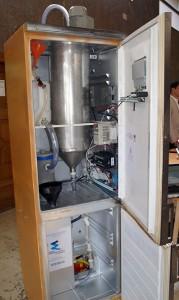 Planta piloto de biodiésel, en el interior de un frigorífico. Foto: DiCYT