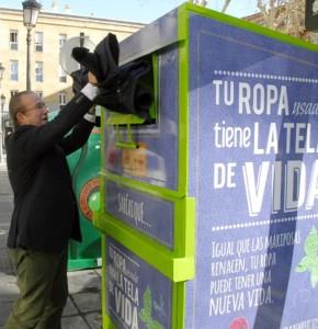 Nuevos contenedores de reciclaje textil en Granada