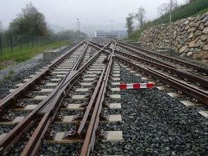 Azvi desarrolla un material compuesto para fabricar vías ferroviarias con neumáticos reciclados