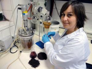 Una investigadora viguesa convierte residuos agroindustriales en productos de alto valor añadido