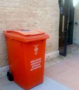 Valencia instala más de 200 nuevos contenedores de reciclaje de pilas y aceite usado