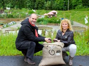 Acuerdo para suministrar compost obtenido de la recogida selectiva en Gipuzkoa a la red de huertos ecológicos de Kutxa Ekogunea