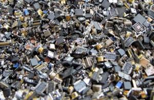 Las tarjetas de circuitos impresos son uno de los habituales componentes presentes en los residuos electrónicos