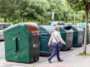 Los nuevos contenedores de recogida selectiva de materia orgánica son de gran capacidad y de carga lateral
