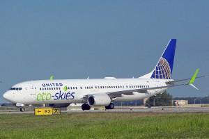 Aviones de United Airlines volarán con combustible elaborado a partir de residuos