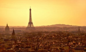 El Ayuntamiento de París multará con 68 euros a quien tire colillas al suelo