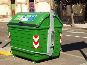 EMULSA caracterizó un contenedor de fracción resto para comprobar la cantidad de residuos reciclables que se tiran a la basura