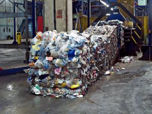 Científicos europeos utilizan bacterias para degradar residuos plásticos