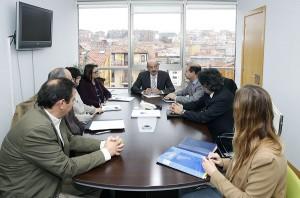 El Gobierno de Cantabria valora la idea de reciclar escorias industriales en obra pública