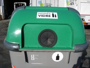 Contenedor vidrio con tapa cambiada en Girona