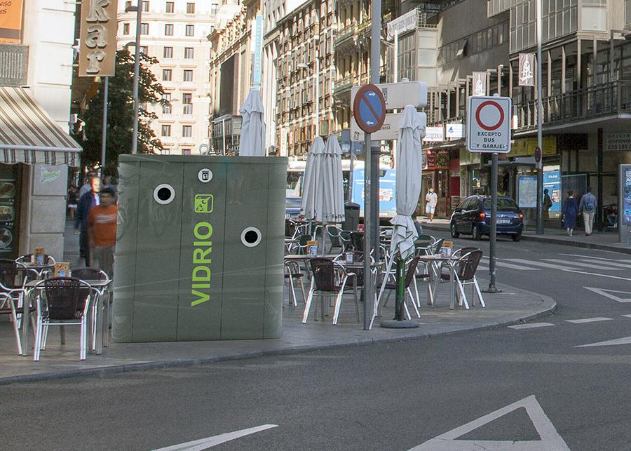 El nuevo mobiliario urbano de madrid facilitar el reciclaje - Mobiliario urbano madrid ...