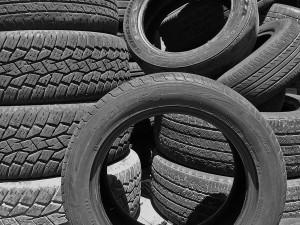 el mercado del reciclaje no puede absorber la generación de neumáticos usados