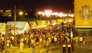 Calle Betis en Triana durante la Velá