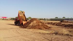 Agricultores denuncian el vertido de tierras del incindio de Chiloeches en sus parcelas