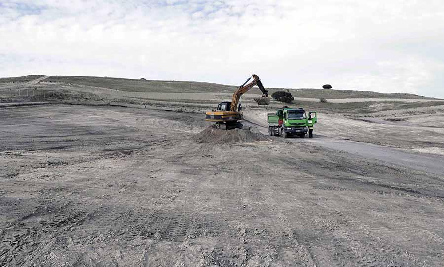 Terminan los trabajos de limpieza de residuos tras el incendio del vertedero de neumáticos de Seseña