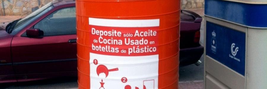 Nuevo modelo de contenedor de aceite doméstico usado en Fuente Álamo (Murcia)