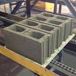 Proponen fabricar bloques de hormigón con plásticos reciclados