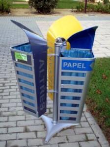 El Campus cuenta con contenedores y papeleras para la correcta separación de residuos