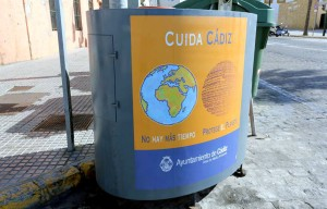 Contenedores de recogida de aceite usado en Cádiz