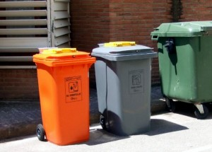 Nuevos contenedores de aceite y ropa en Cardedeu