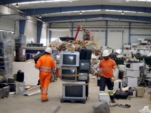 piden desvincular el sector de la reutilización de la gestión irregular de RAEE