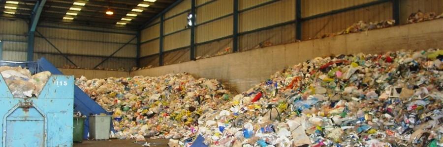 Las plantas gestoras de residuos urbanos redujeron sus ingresos un 3,8% en 2013