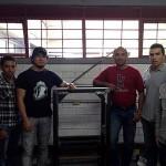 Estudiantes colombianos de ingeniería mecánica diseñan una compactadora de residuos 'low cost'