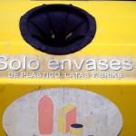 Campaña para reducir la presencia de impropios en los contenedores de envases de Cádiz