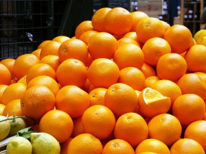 aprovechan la cáscara de naranja para depurar aguas residuales