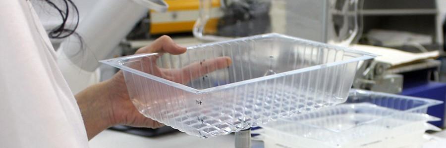 Investigan cómo obtener envases plásticos biodegradables a partir de subproductos de la producción de queso