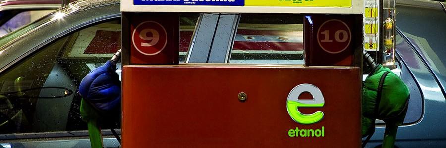 El etanol aumenta el rendimiento del motor de gasolina