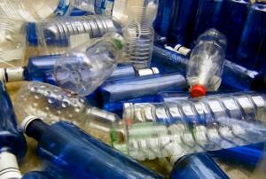 Botellas de PET recicladas para fabricar papel fotodegradable