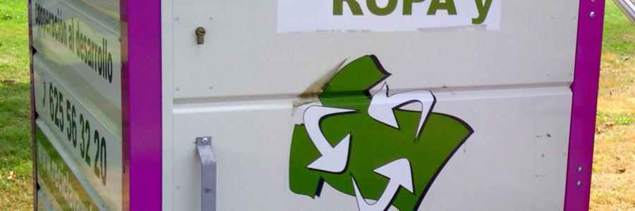 """La OCU alerta de la proliferación de """"contenedores piratas"""" de reciclaje de ropa"""