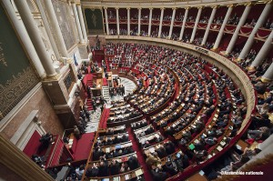 Francia prohibe a los grandes supermercados tirar alimentos