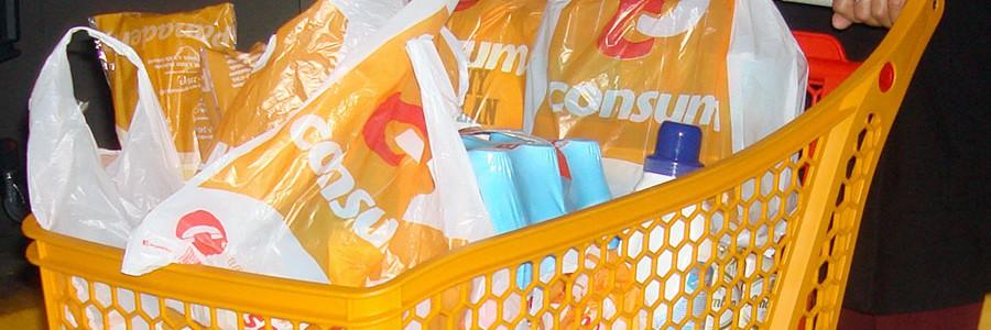Catalunya prohibe la entrega gratuita de bolsas de plástico en los comercios