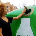Una campaña para desmentir tópicos sobre el reciclaje de vidrio en Canarias
