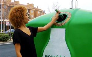 Ecoleyendas pretende tirar por tierra los falsos mitos en torno al reciclaje de vidrio en canarias