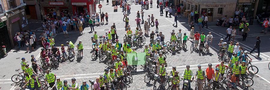Arranca el proyecto LIFE+ RESPIRA con una gran bicicleta humana por la movilidad sostenible