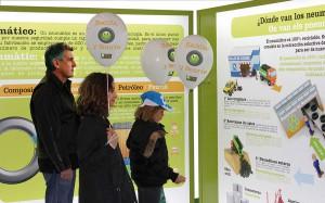 """La exposición """"Recicla y Sonríe"""" muestra la importancia del reciclaje de los neumáticos usados"""