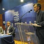 El consejero andaluz de Medio Ambiente defiende la gestión pública del agua y los residuos