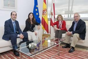 Cantabria y Ecoembes abordan la idea de llevar el reciclaje más allá de los hogares