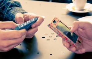 Fundas para móviles de cartón y reciclables
