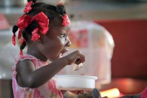 Cada año mueren 125.000 niños en el mundo por consumir alimentos contaminados