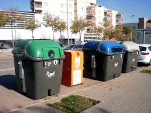 Sabadell amplía su parque de contenedores de reciclaje de aceite de cocina usado