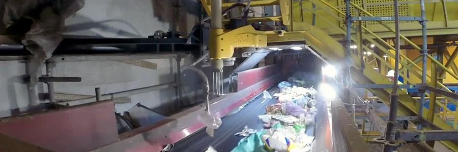 El Ecoparc 4 de Barcelona incorpora un robot para mejorar la clasificación de residuos