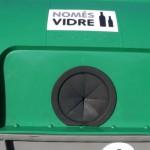Girona cambia las tapas de los contenedores de vidrio para reducir la cantidad de impropios