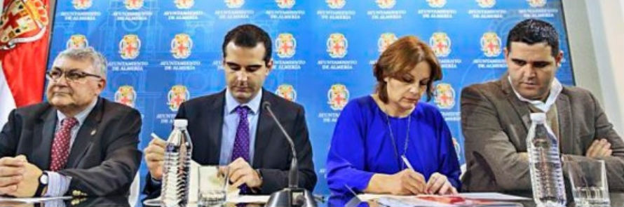 Convenio entre Ayuntamiento de Almería y Cáritas Koopera para poner contenedores de ropa