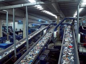 El número de plantas de residuos urbanos operativas se sitúa en torno a 375