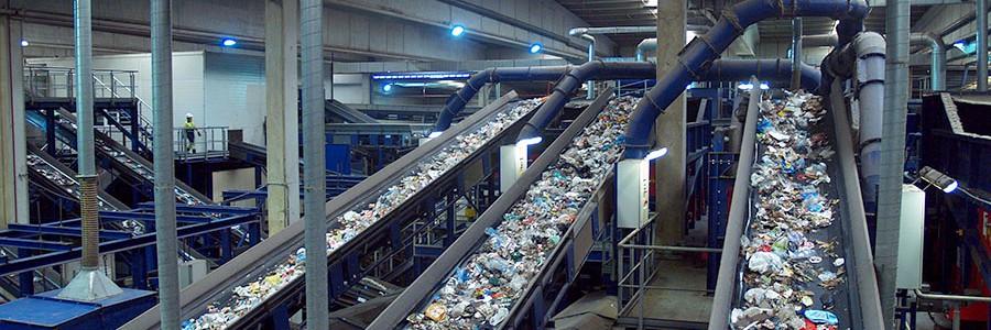 Las empresas gestoras de residuos urbanos facturaron más de 1.400 millones de euros en 2015
