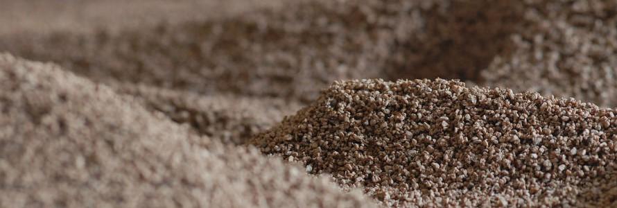 Huesos de aceituna empleados para limpiar residuos sirven de combustible